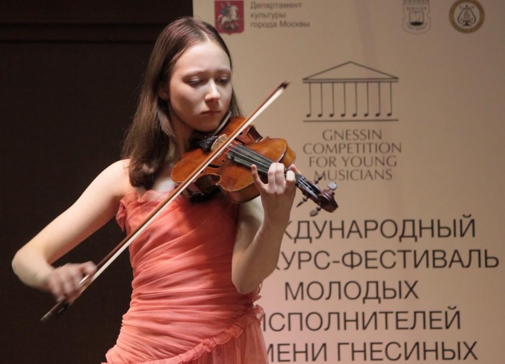 Полина играет на скрипке 40