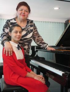 Диана Амирова со своим педагогом Натальей Заводчиковой.