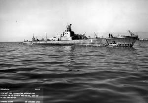 Американская подводная лодка «Херринг» (USS Herring, SS-233) в порту Хантерс Поинт (Hutnters Point). Сан-Франциско, Калифорния, США, 12 октября 1943 года.