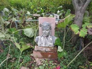 Разгромленная могила А. Косоногова.
