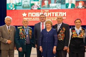 Г. Карлов с героями альманаха.