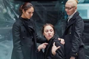 """Сцена из спектакля """"Три сестры""""."""