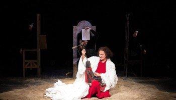 Сцена из спектакля «Трагедия о Макбете» (Гродненский областной театр кукол).