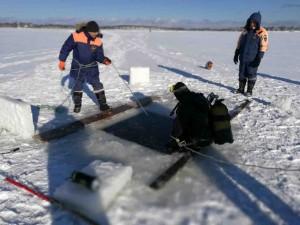 Поисковые работы на озере Лебяжьем. Фото предоставлено пресс-службой  управления МЧС по Сахалинской области.