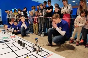 На соревнованиях по робототехнике.