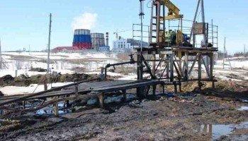 Река Охинка загрязняется нефтедобывающими предприятиями.