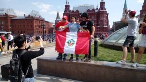 Болельщики на Манежной площади в Москве.